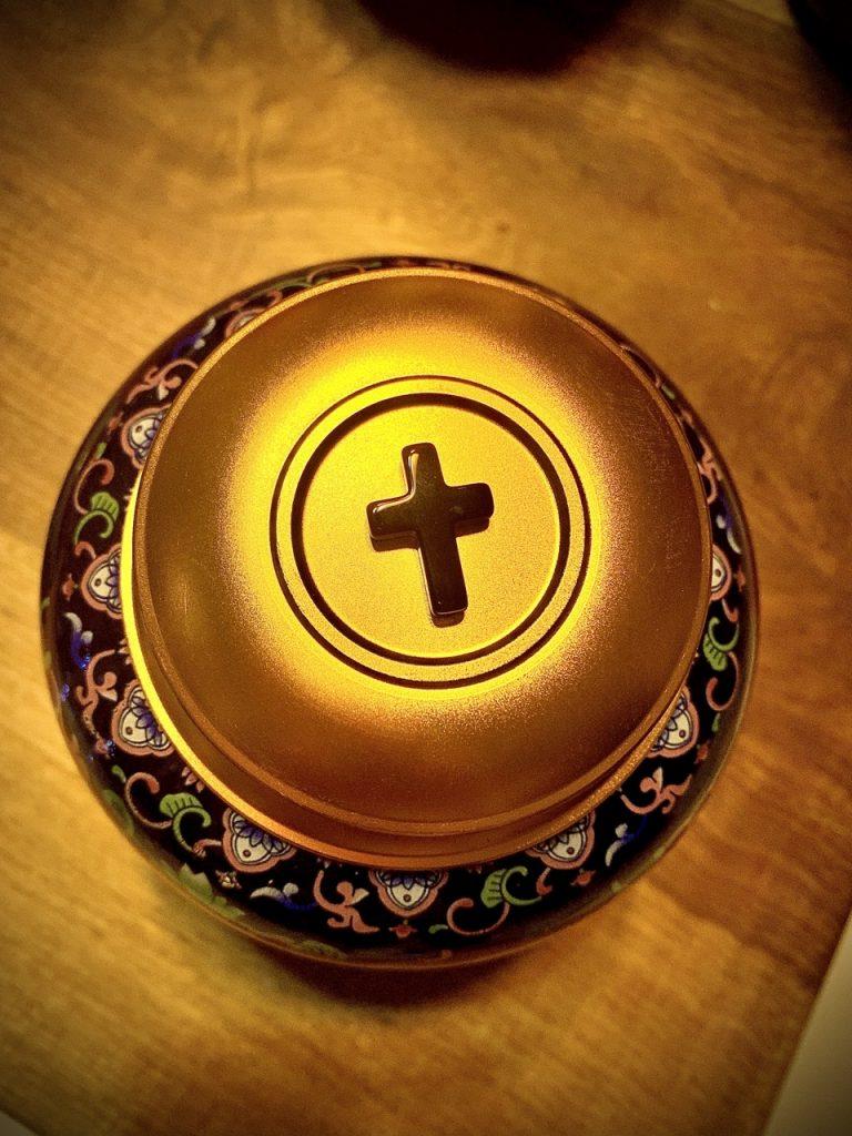 hu đựng tro cốt công giáo